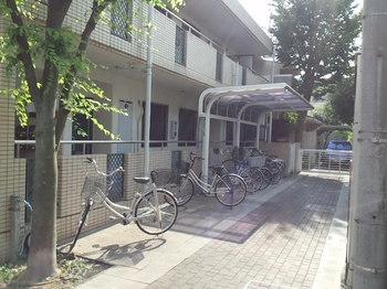 荻窪駅から徒歩15分の3SLDKマンションの駐輪場